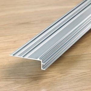 Subperfil de aluminio Incizo para escaleras- Quick Step